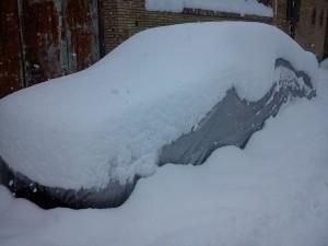 ماشین پوشیده از برف